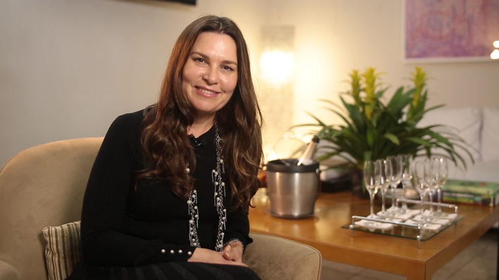 Dra. Luciana Lourenço fala sobre os tratamentos para a região do colo.